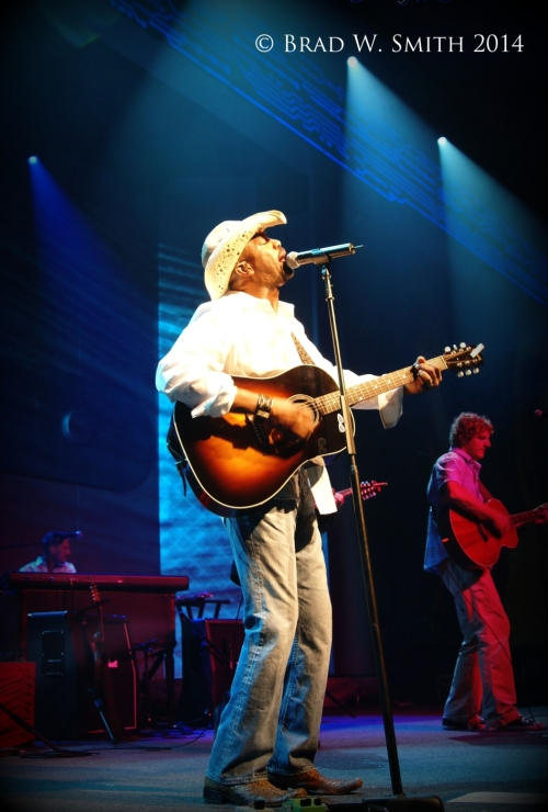 Darius Rucker, Hootie and the Blowfish. on stage